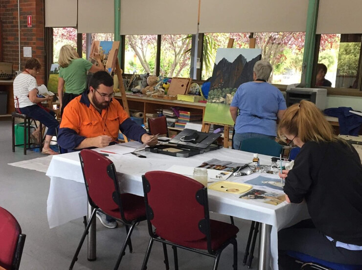 Traralgon District Art Society - Art and Painting classes available